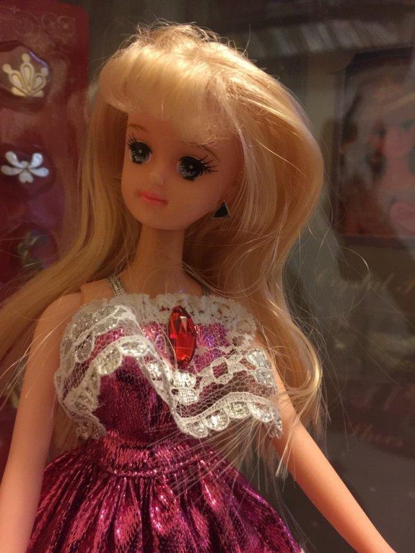Rien à envier à notre  Barbie européenne...