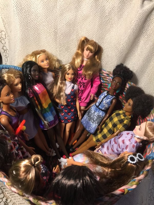 Bravo François ! Qui a trouvé que la poupée chiffon n'était pas Une Fashionistas, mais il reste une intruse !