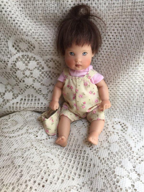 Un tout petit Helen kish, qui a fait craquer ses nouvelles petites s½urs.