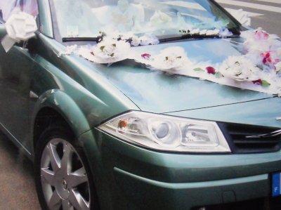 deco voiture mariage cette voiture peux etre louer avec son chauffeur blog de creationsissi. Black Bedroom Furniture Sets. Home Design Ideas