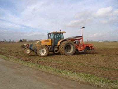 chantier d'un semis de blé apres un arrachage de betteraves
