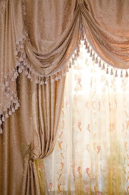 Tips on the Texture, Color, and Print of Your Drapes to Enhance a Room