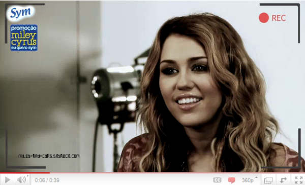 20.03.11 > Deux nouvelles photos personnelles viennent d'apparaître, et une vidéo de Miley pour la marque brésilienne Eu Quero Sym.