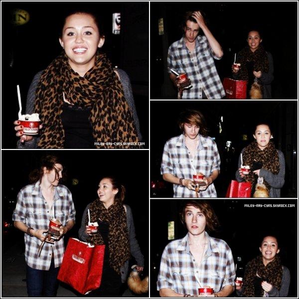 29.03.11» Miley et son frère Braison sont allés manger une glace chez  Clode Stone hier à Toluca Lake.