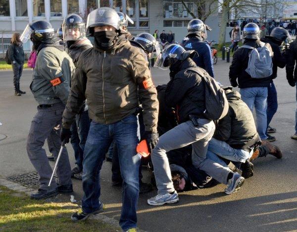 PEUT-ON EVITER LES BAVURES POLICIERES ?
