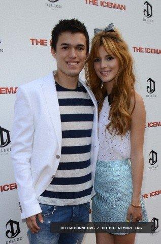 """Bella et son frère Remy à la première de """"The IceMan"""" le 22 avril 2013."""