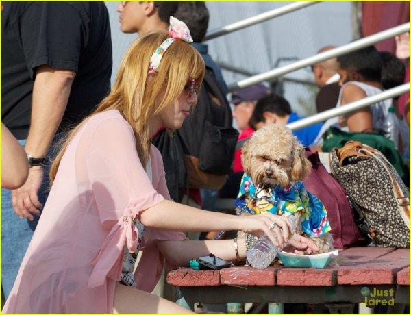 Bella était au match de baseball de Tristan le 8 mai 2013.
