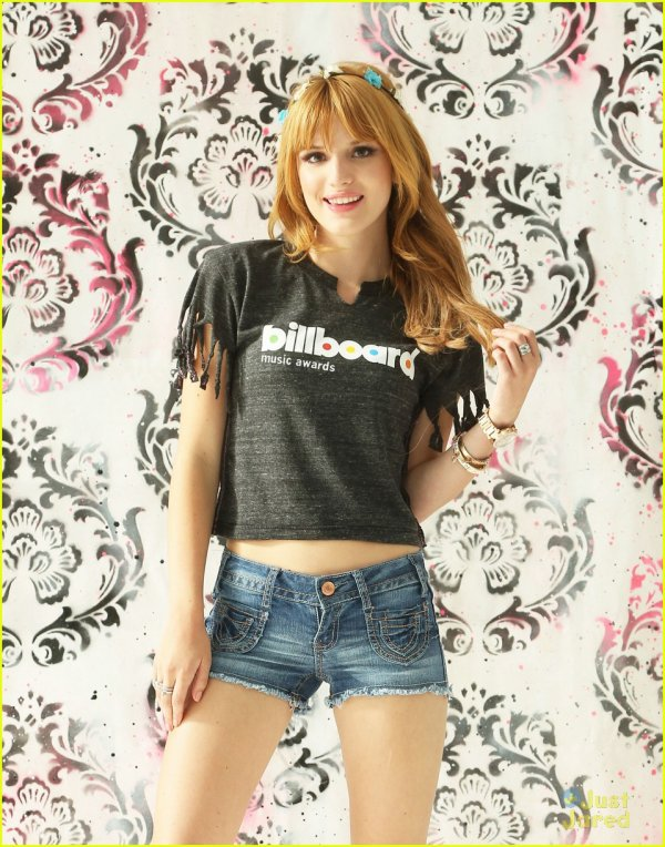 Bella faisait un mini shoot pour les Billboard music awards le 12 mai 2013