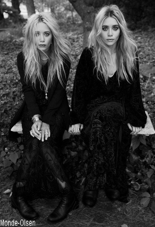 Mary-kate et Ashley en noir et blanc