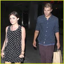 Lucy et Chris ont été appercus le 23/07/12 après un dîner !