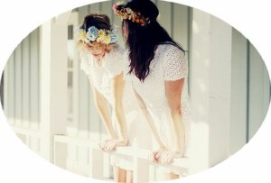 Un ami, c'est un être qui ne doute jamais de vous, qui ne vous demande rien et qui est prêt à tout vous donner. C'est un c½ur large qui oublie et pardonne. Un ami, c'est la perle au fond des mers