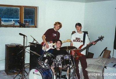 """# 17 . 11 .2011 Les gars ont participé  à l'émission """" born to be """" , on peut trouver sur le site de Muchmusic  Quelques vieilles photos du groupe  à leur début !"""