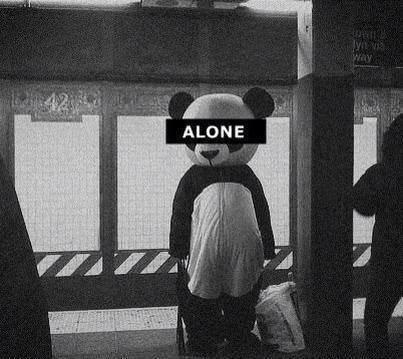 Alone, alone, alone, alone, alone, alone, alone, alone, alone, alone, alone, alone, alone, alone, alone, alone, alone, mais je reste forte...