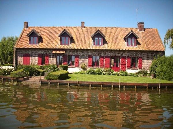 de jolies maisons, accéssibles pour certaines uniquement en bateau