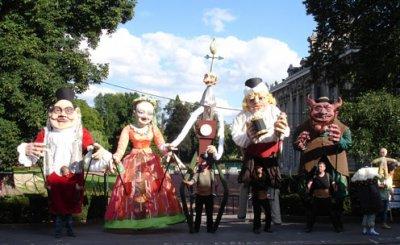 Les Marionnettes Géantes de Fresnes sur Escaut au grand complet.