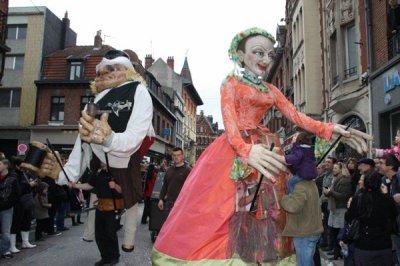 Les Marionnettes Géantes de Fresnes sur Escaut au Carnaval de Béthune