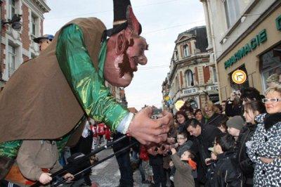 Les Marionnettes Géantes de Fresnes sur Escaut au Carnaval de Béthune,le 13 Mars 2011
