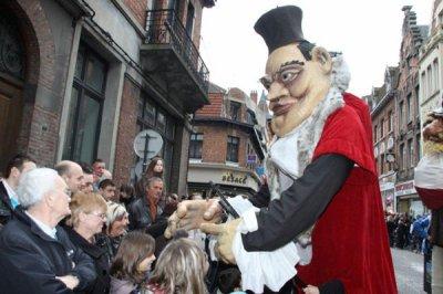 Les Marionnettes Géantes de Fresnes sur Escaut au Carnaval de Béthune 2011,le 13 Mars 2011