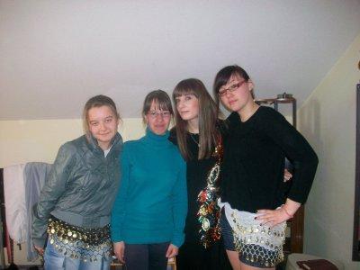 Marine, Moi, Aude & Caro' :)