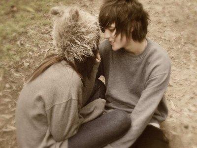 Tiens ma main et ne la lâche plus puisque sans toi, je suis perdue.