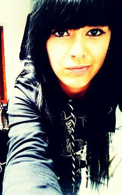 ٠••٠ ❥C'est horrible de n'avoir aucune raison d'avancer, de se forcer à sourire pour ne pas pleurer. C'est atroce de se dire qu'il ne reviendra jamais, que jusqu'à mon dernier souffle, il me manquera.