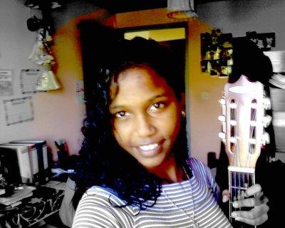 A mi me gusta tOcar la guitarra ^^