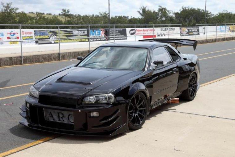 Nissan skyline R34 GT-R. Je doit avouer que j'ai tourné de l'oeil en l'a voyant.