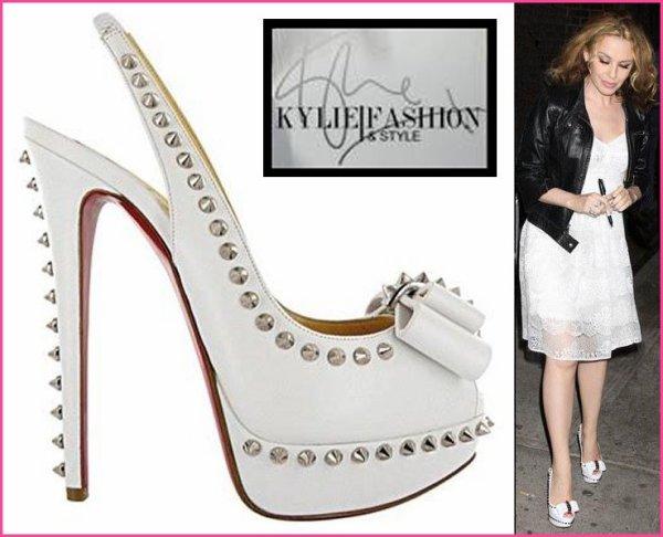 """Kylie MINOGUE toujours """"à la pointe"""" de la mode. Qu'en pensez-vous ?"""