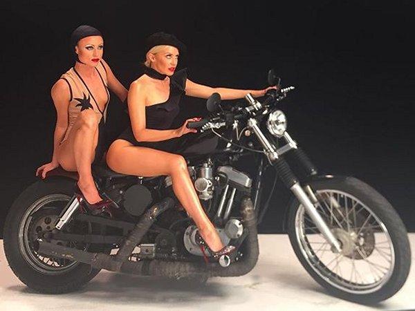 Miss Kylie MINOGUE... motarde ??????