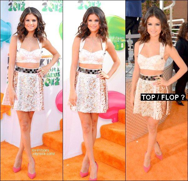. KIDS CHOICE AWARDS 2012 :  Selena a remporté les deux prix pour lesquelles elle était nominée, soit : « Favorite Female Singer » & « Favorite TV Actress ». Elle était très élégante, elle portait un ensemble Dolce & Gabbana et des talons Cesar Paciotti. .