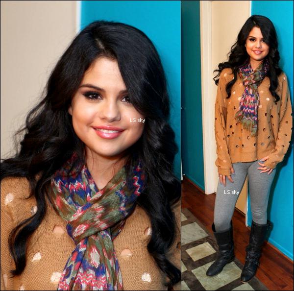 .  26.04  Selena était à l'émission Elvis Duran. TOP/FLOP ? .