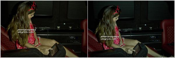 - 26 / 12 / 12  Selena Gomez et Justin Bieber quittant le Château Marmont à Los Angeles (Hollywood, USA). + On peut voir que Sel. à l'air fatiguer sur les montages, c'est peut-être pour cela qu'elle porte des lunette de soleil... -