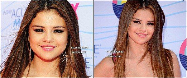 - 22 / 07 / 12 Selena s'est rendue aux « Teen Choice Awards 2012 » le soir de son anniversaire. Selena était habiller d'une magnifique robe rose, elle c'est faîte une couleur, cheveux lissé pour moi c'est un énorme TOP.