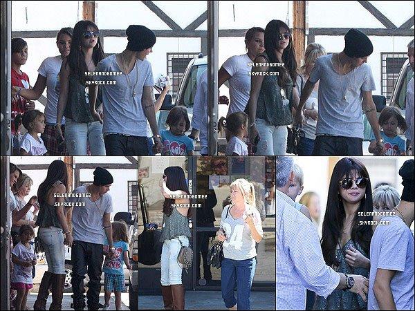 27/07/ 2012 - Selena et Justin on été aperçus quittant un restaurant japonais. Top ou Flop ?