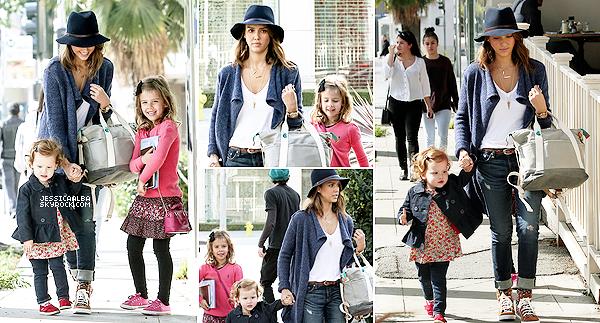 09.02.2014 - Jessica , son mari et ses deux petites filles étaient au Coldwater Canyon Park à Beverly Hills.Encore une fois, c'est une journée chargé pour Jessica avec 3 sorties heureuseument on finit par être habituer à ce rythme.