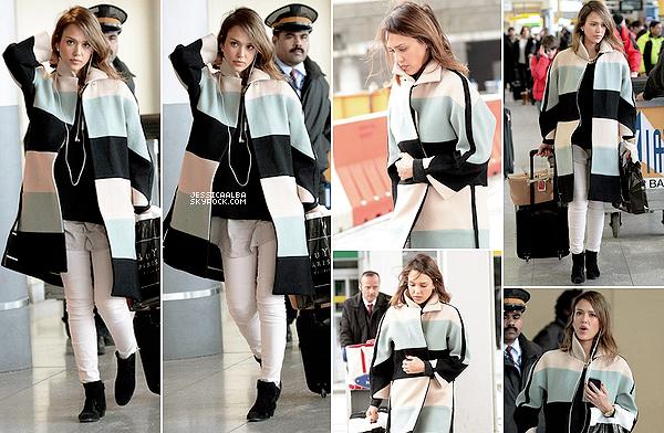 03.03.2014 - Jessica à quitter notre capitale de la mode pour se rendre à l'aéroport de JFK à New-York City. Malgré le peu de sourire, Jessica est superbe et ne quitte apparemment plus son long manteau aux couleurs pastels.