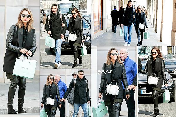 24.03.2014 - Jessica  et sa famille sont à Paris et ont étés vus faisant du shopping dans le rue chic de St-Honoré.Ils se sont rendus aussi, au Jardin d'Acclimatation  pour que leurs filles s'amusent bien. Jess est donc arrivé a Paris le 21 mars.