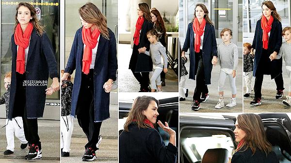 28.03.2014 - Jessica et toute sa petite famille ont été photographié arrivant hier matin à l'aéroport de LAX .Comme le dit Jessica sur les réseaux sociaux, le petit Spring Break en Europe est finit, retour au travail pour tout le monde.