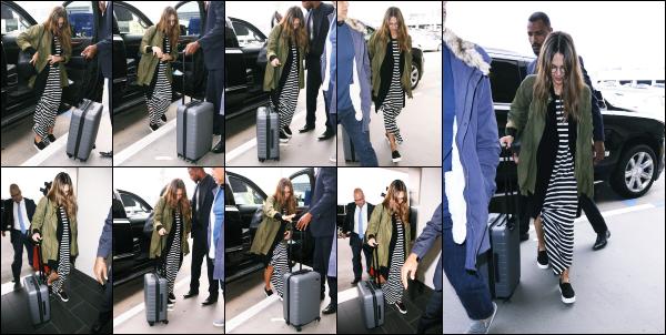 - 03.04.17 ─ Notre ravissante Jessica Alba est photographiée, arrivant dans l'aéroport « LAX » située à Los Angeles [/s#00000ize]La belle décolle pour une destination connue : New York. Nous ne savons pas vraiment ce qu'elle va y faire pour l'instant, nous en saurons plus bientôt.  -