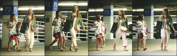 - 22.04.17 ─ La belle Jessi' est photographiée, alors qu'elle allait faire des courses avec ses filles dans Los Angeles ! [/s#00000ize]Malheureusement nous avons que très peu de photos pour cette sortie, dommage car la tenue de Jess est très sympa !! Un beau petit top pour la sortie.  -