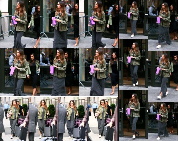 - 15.06.17 ─ Notre ravissante Jessica Alba est photographiée, quittant le « Crosby Hôtel » dans la ville de New York[/s#00000ize]C'est une dernière fois que nous croisons Jessica dans les rues de New York ce jour là, allant rejoindre l'aéroport pour retrouver sa petite famille ! Un top -