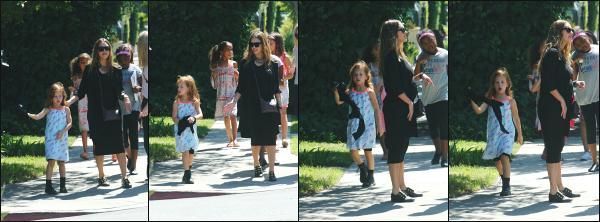 - 24.09.17 ─ Notre ravissante Jessica  est photographiée avec ses deux filles, se promenant dans West Hollywood ![/s#00000ize]Jessica profite d'une journée off pour prendre un peu de temps avec ses deux filles et une amie a elle ! Sa tenue est sympa, mais on a vu mieux ! Ptit top -