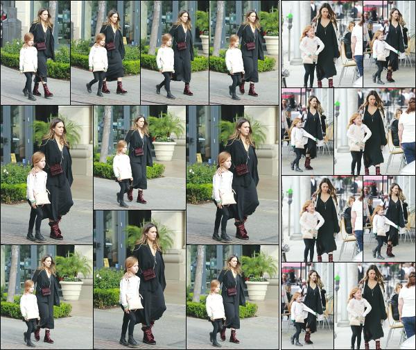- 10.02.18 ─  La superbe Jessica' Alba est photographiée alors qu'elle allait déjuner avec Haven dans Beverly Hills ![/s#00000ize]Jessica s'accorde un petit moment avec sa petite fille sans le petit dernier ! Côté tenue, Jessica continue de porter du noir même après la grossesse ! Flop -