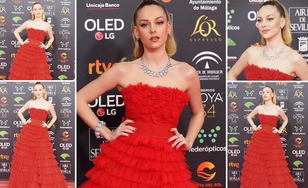 25 Janvier 2020 : Ester Exposito était présente à la 34ème édition des Goya Cinema Awards à Madrid. L'actrice espagnole, connue pour son rôle de Carla dans la série Elite, était absolument radieuse, je suis fan de sa robe et mise en beauté !