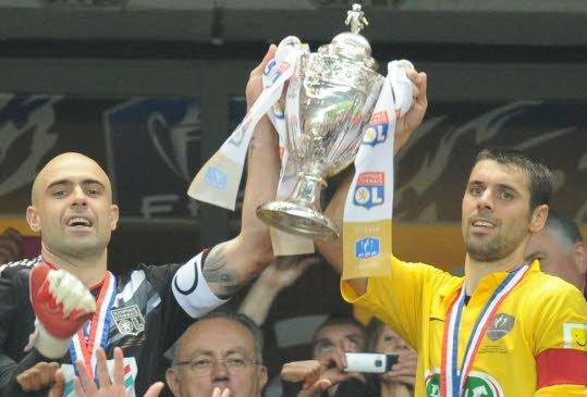 football saison 2011-2012 : L'olympique lyonnais remporté la coupe de france face à l'US Quevilly (National)