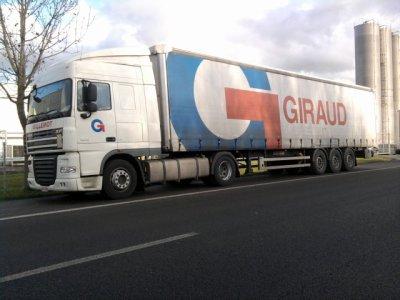 un camion gillemotte avec une semi giraud