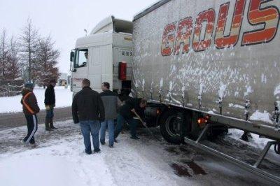 un grousard bloque dans la neige