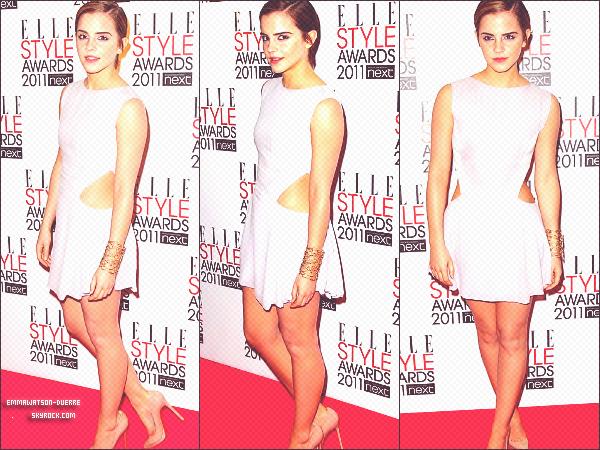 """. 14 Février 2011 : Décidément,Emma sort beaucoup ces derniers jours ! La voici aux Elle Style Awards, vu le nom de ces awards, on comprend bien sa magnifique tenue, d'ailleurs elle gagne le prix """"Style Icon"""" . Voir les vidéos : ici, ici et ici._________________________________-_Bah oui, toujours la classe Em'...."""