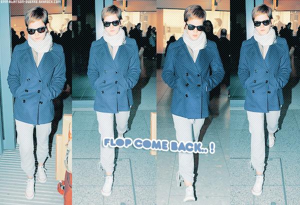 """. 19 Février 2011 : Aujourd'hui, Emma rentre de New-York & la voici à l'aéroport d'Heathrow à Londres. Côté tenue : Vous pouvez m'expliquer ce que le joggins et les converses viennent faire avec un manteau chic, et puis ses Ray-Ban.. Bref, GROS FLOP . Eh Em' ! A quoi t'as servis ton award """"Style Icon"""" ? faut pas se relacher hein ! x) _"""