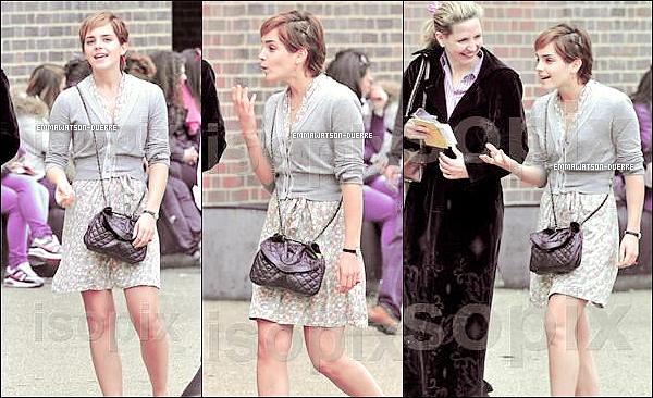 """. 15 Avril 2011 : Emma visite """"The Tate Museum"""" pour voir """"The Miro Exhibition"""" , J'adore vraiment sa tenue !."""